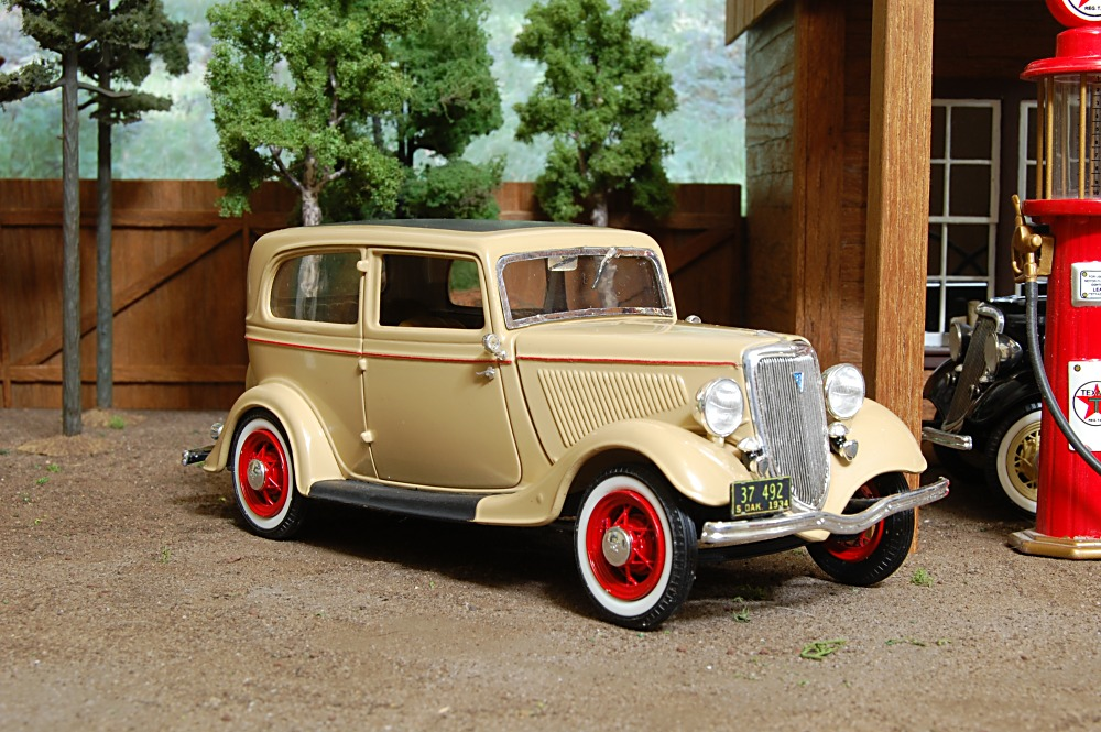 Model cars and trucks 1 24 scale for 1934 ford two door sedan